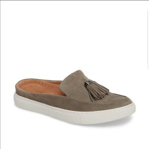 KENNETH COLE | GENTLE SOULS GRAY RORY SUEDE MULES